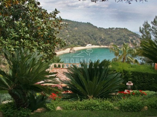 Villa Caprice overlooking the Cala Canyelles beach, ref-0895 | 4 Bedrooms | 3WC