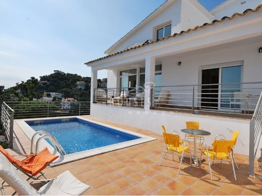 House › Lloret de Mar | 4 Bedrooms | 2WC