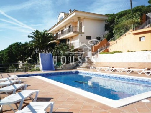 Villa on three levels with swimming pool and views to the sea and the mountain. | 9 Bedrooms | 7WC