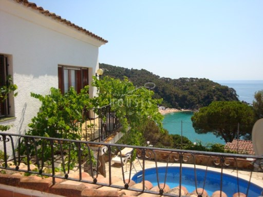 Villa facing the sea. Close to Barcelona. Pool and sea views. REF.1030 | 3 Bedrooms | 3WC