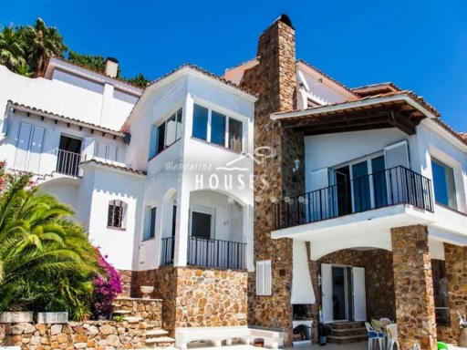 Magnificent villa in first line of sea. Located in Cala Canyelles, Lloret de Mar ref-1027 | 7 Bedrooms | 5WC