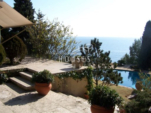 Exclusive estate overlooking the sea of 15000m 2 with construction