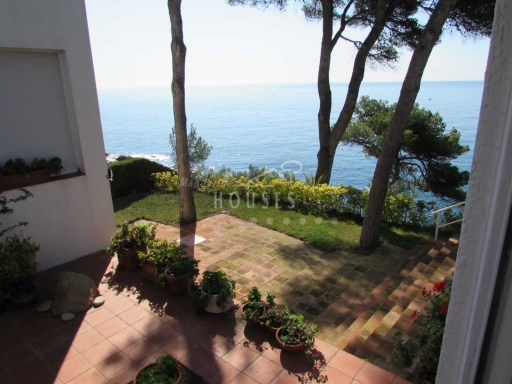 House for sale in 1st line of sea, with spectacular views, located in the exclusive residential area of Cala St Francesc, Blanes ref.1025 | 4 Bedrooms | 4WC