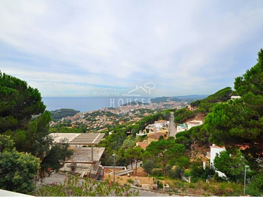 Plot with views to the sea of 1035m 2 |