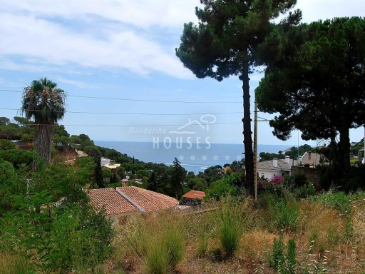 Land of 853 m² overlooking the sea within walking distance to the beach of Canyelles, Lloret de Mar ref.1140 |