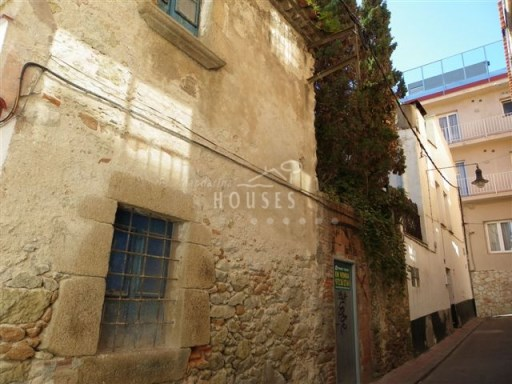 Stone House in the Centre of the village of Lloret ref.1145 |
