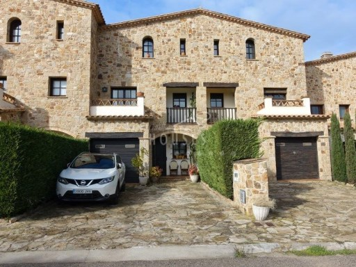 Townhouse stone (Catalan farmhouse) of 3 floors with garden 3 km from the beach. REF.1507 | 4 Bedrooms | 3WC