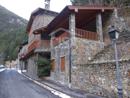 Mountain chalet in Arinsal | 3 Bedrooms | 4WC