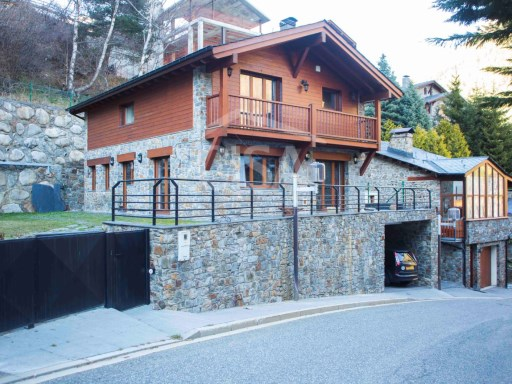Beautiful chalet with 4 bedrooms, garden, garage for 6 cars | 4 Bedrooms | 3WC