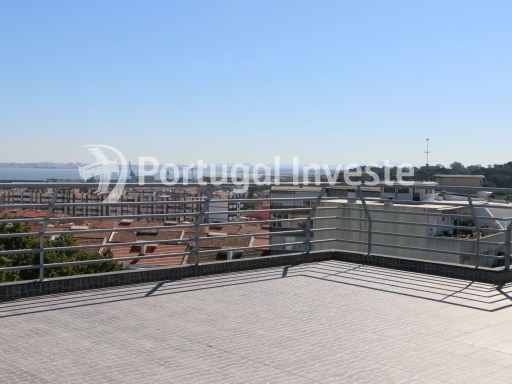 Amazing, unique and exclusive 4 bedrooms apartment for sale with 422 sq/m, fantastic terrace of 100 sq/m with 360 degrees view, and 87 sq/m garage, 10 minutes away from Lisbon - Portugal Investe | 4 Habitaciones | 4WC
