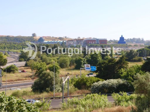 Opportunity. For sale excellent two bedrooms apartment, with storage and parking, only 7 minutes away from Lisbon - Portugal Investe | 2 Bedrooms | 1WC