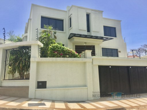 House › Caroní | 4 Bedrooms | 7WC