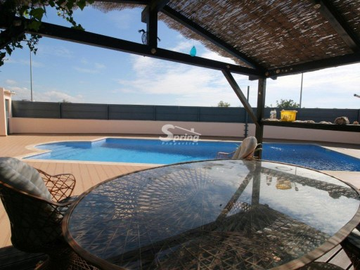 Villa in Portimão with 4 bedrooms, pool, garden and garage. | 4 Bedrooms | 3WC