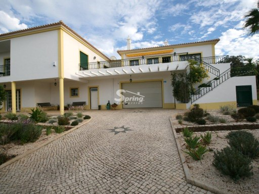 Fantastic villa in Alvor, with pool, barbecue and garden. | 6 Bedrooms | 4WC