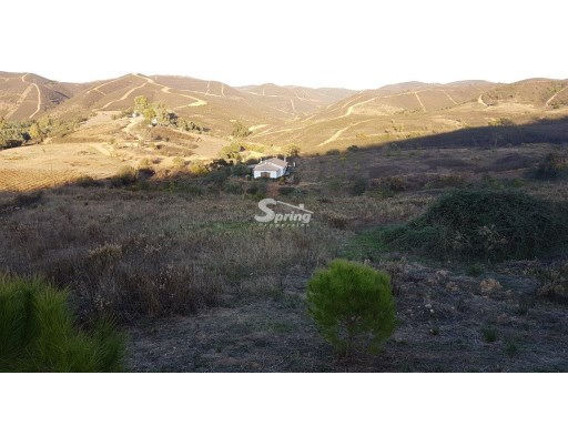 Plot of land with ruin about 3kms from the Odelouca dam. |
