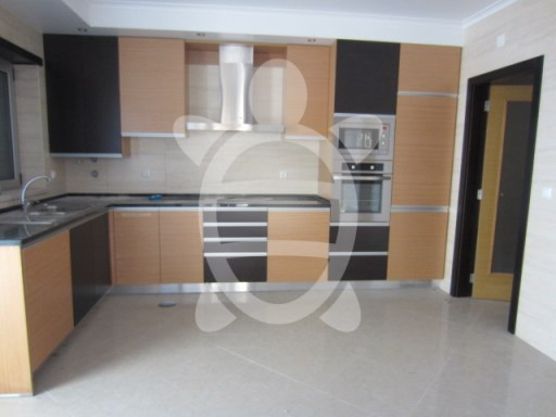 Villa M5 on Eiras | 5 多个卧室 | 3WC