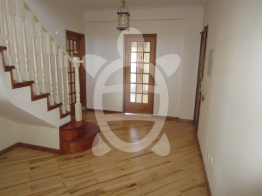 Apartment T4 Duplex Solum | 4 Bedrooms + 1 Interior Bedroom | 3WC