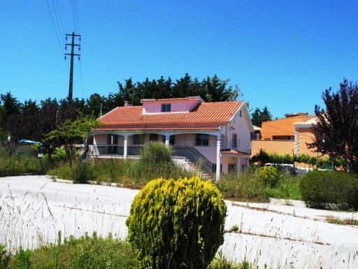 House › Sintra | 3 Bedrooms + 1 Interior Bedroom | 3WC