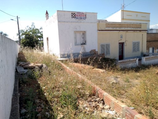 Country house to renovate, 2 km from the nearest beach, sea view.  | 2 Bedrooms | 2WC