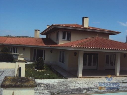 4 bedroom single family villa with garden and pool in Turcifal, with Financing. | 4 Bedrooms