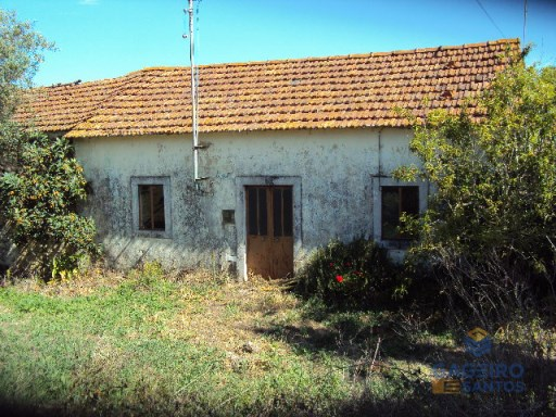Old house, to restore, in Turquel | 3 Bedrooms | 1WC