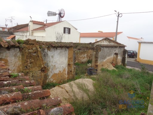 Ruins with land in São Gregório. |