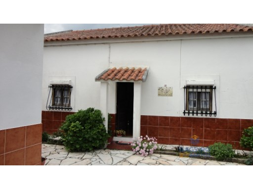 Old house with annex in Painho. | 3 Bedrooms