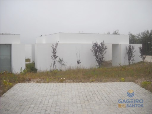 Ground-floor house with funding, at Bom Sucesso. | 2 Habitaciones | 3WC