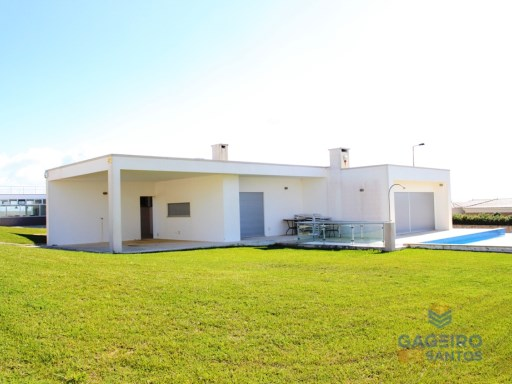 Villa, with fantastic views located at Foz do Arelho | 3 Bedrooms | 2WC