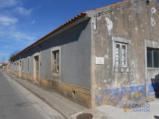 Old house to recover in Bombarral | 3 Bedrooms + 2 Interior Bedrooms