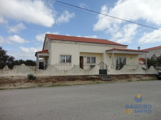 House › Caldas da Rainha | 4 Bedrooms | 3WC