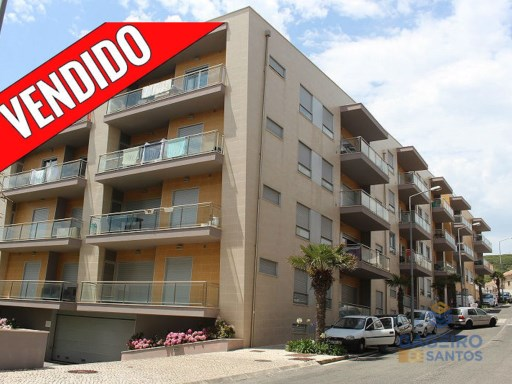 Excellent 2 bedroom apartment - fully furnished, equipped kitchen, air conditioning, central vacuum, garage and swimming pool, located in the Silver Coast at  Sao Martinho do Porto | 2 Habitaciones | 2WC