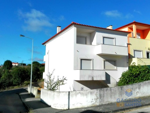 Corner townhouse semi-detached  with  6 bedrooms and garage in Alcobaça - Silver Coast | 6 Zimmer | 4WC