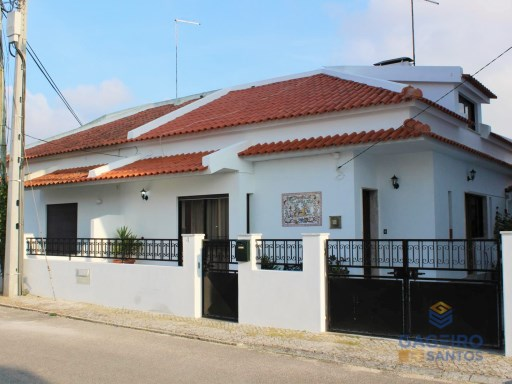 2 bedroom villa with large attic and garage in São Martinho do Porto - 300 meters from the beach - Silver Coas | 2 Habitaciones + 1 Estancia | 2WC
