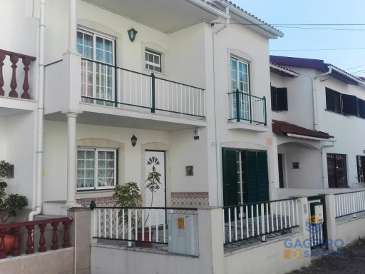 T5 townhouse with garage. -Nazaré-Silver Coast | 5 Bedrooms | 3WC