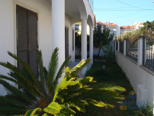 House T3 + 1 with garage and garden - São Martinho do Porto- Silver Coast | 3 Habitaciones | 3WC