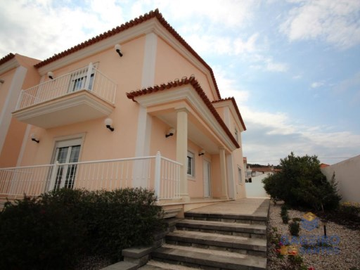 4 bedroom villa with garden and pool garage - Salir do Porto - Silver Coast | 4 Bedrooms | 3WC