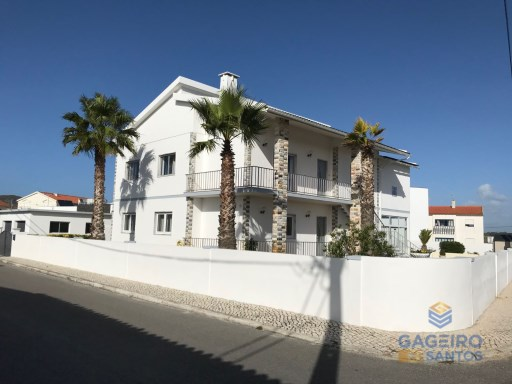 6 bedroom villa with double garage and garden in São Martinho do Porto - Silver Coast | 6 Bedrooms | 3WC