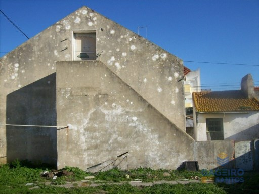 House to rebuild with a backyard - Nazaré | 2 Habitaciones