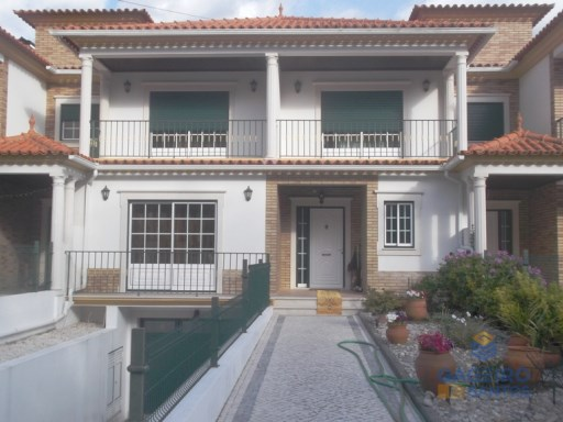 House › Nazaré | 3 Bedrooms + 1 Interior Bedroom