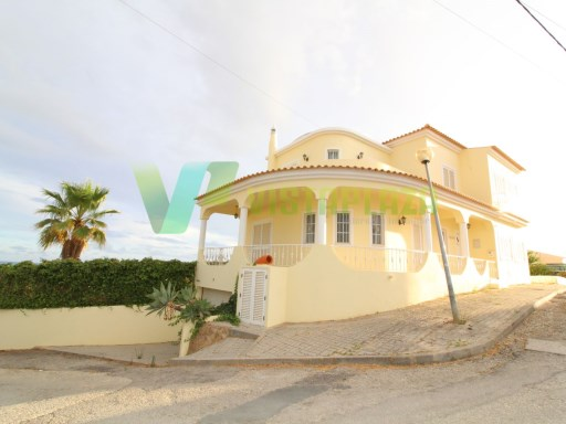 Beautiful house in Armação de Pêra, with sea view, yard | 4 Bedrooms | 2WC