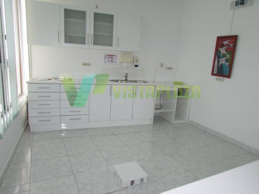 Office next to the Rua Direita, with area of 60 m² |