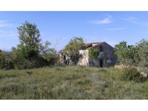 Urban land and rustic with 1.7 hectares situated in privileged zone (Golf de Estômbar) with feasibility of construction |