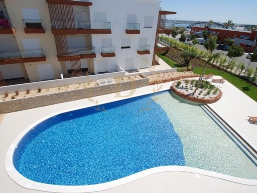 Apartment T4 's R/C level with terrace, swimming pool and Box  | 4 Bedrooms | 3WC
