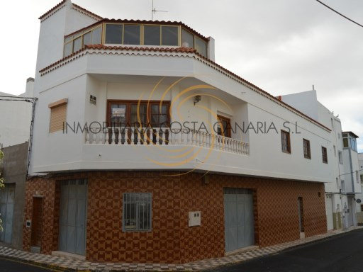 Large house with 3 floors in the center of the village of Agüime | 5 Bedrooms + 2 Interior Bedrooms | 3WC