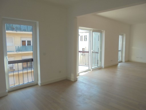 Apartment for sale with 147 m2 + storeroom 12 m 2, renovated, with parking for 2 cars, located in Lapa | 4 Bedrooms | 3WC