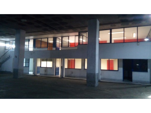 Warehouse with 1,740 m2 in Camarate. |