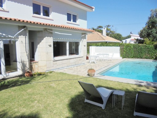 Arrendamento de moradia isolada T5 com piscina, renovada, em S. Pedro do Estoril | T5 | 4WC