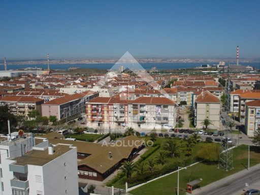 3 bedroom apartment + parking space with a privileged view over Lisbon and the Tagus River. 100% financing CGD | 3 Bedrooms | 2WC