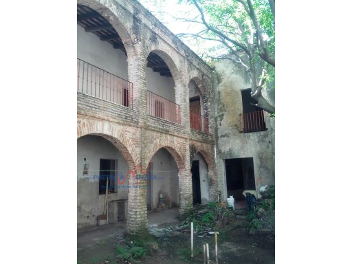 Hotel in need of remodeling in Zona Colonial, Santo Domingo. |